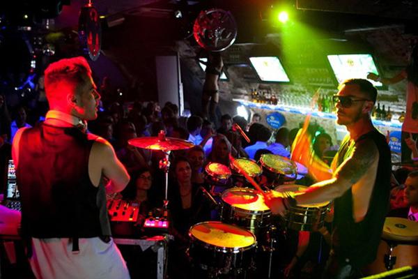 Шеннон Лето и Антуан Бэкс: сумасшедший тандем клубной электроники и взрывных ударных