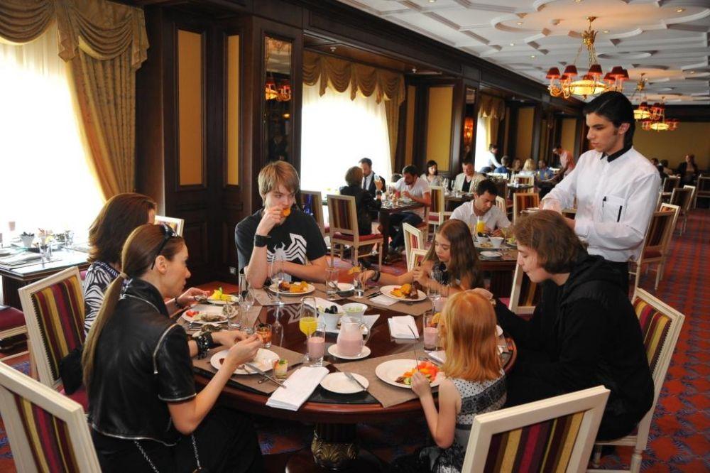 Бранч с шампанским в Fairmont Grand Hotel Kyiv
