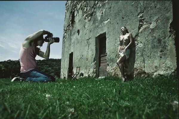 Фотосессии: Милла Йовович и Кейт Мосс в календаре Pirelli 2012