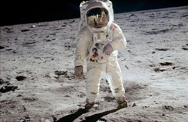Купите наземную космическую станцию?