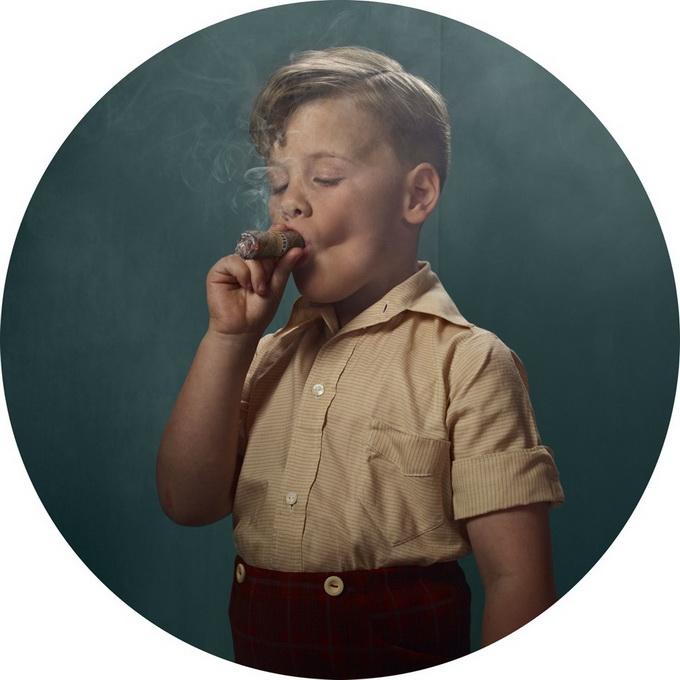 «Курящие дети»: креатив от Frieke Janssens