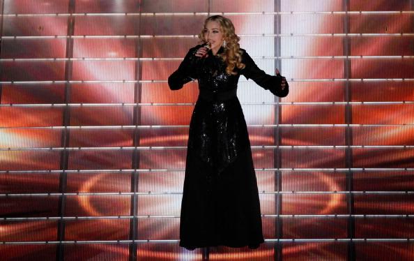 Мадонна отожгла на выступлении в нарядах Givenchy Haute Couture