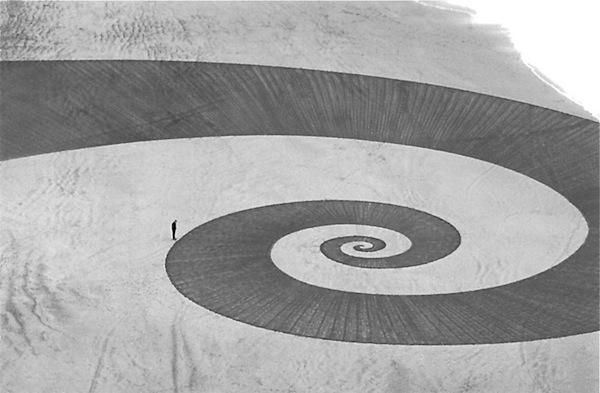 Огромные рисунки на песке