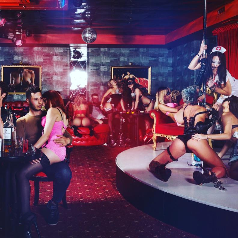 Стриптиз клуб в аркадии работа для студента в москве ночном клубе