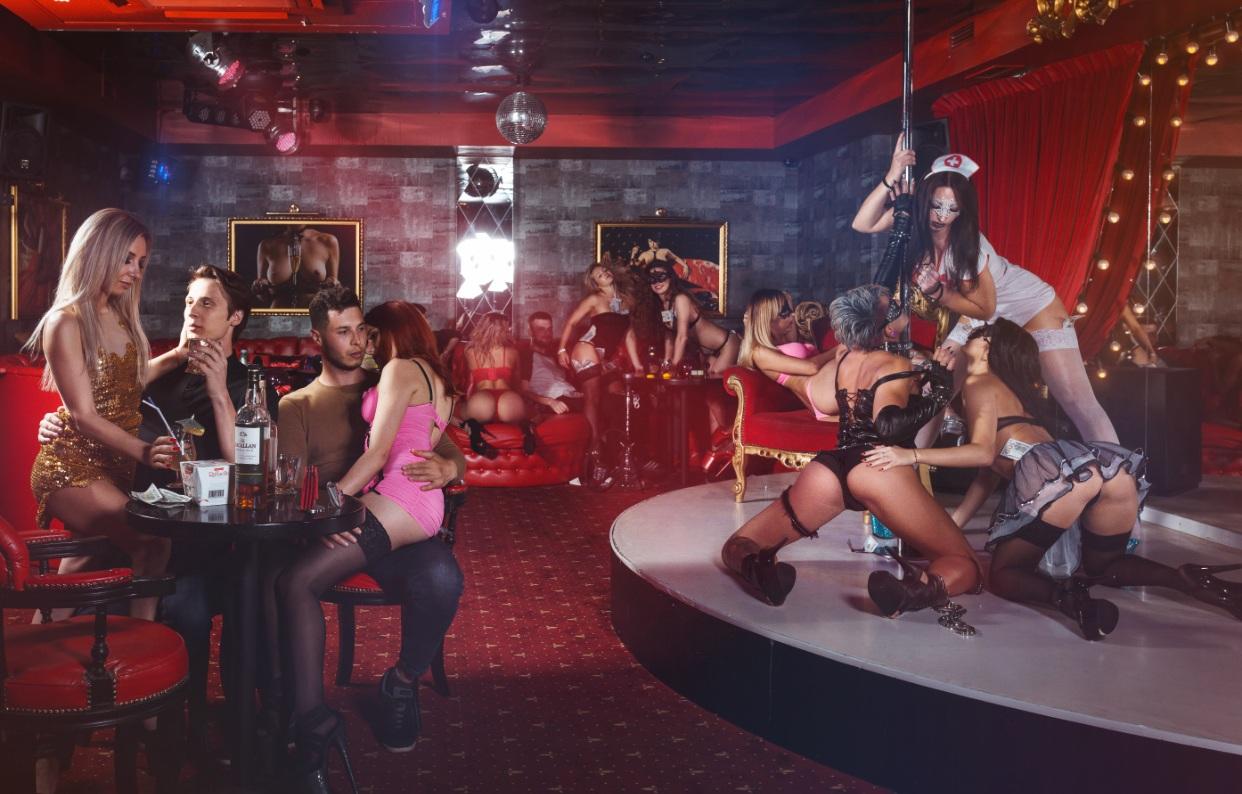 Стрептиз вип в ночном клубе клубы свао москвы